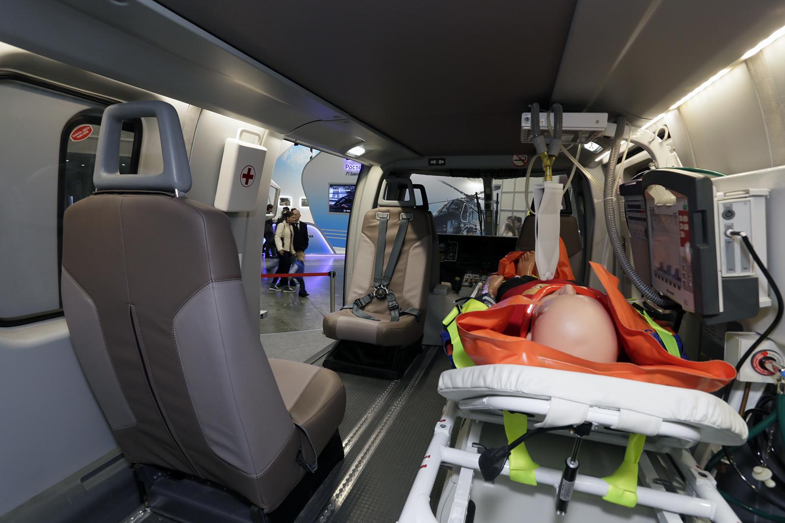 """Кабина медико-эвакуационного вертолета """"Ансат"""""""